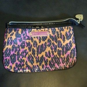 Bags - BOGO!👋Betsey Johnson small sized make-up bag